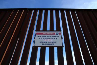 Placa que se encontra na fronteira com o México